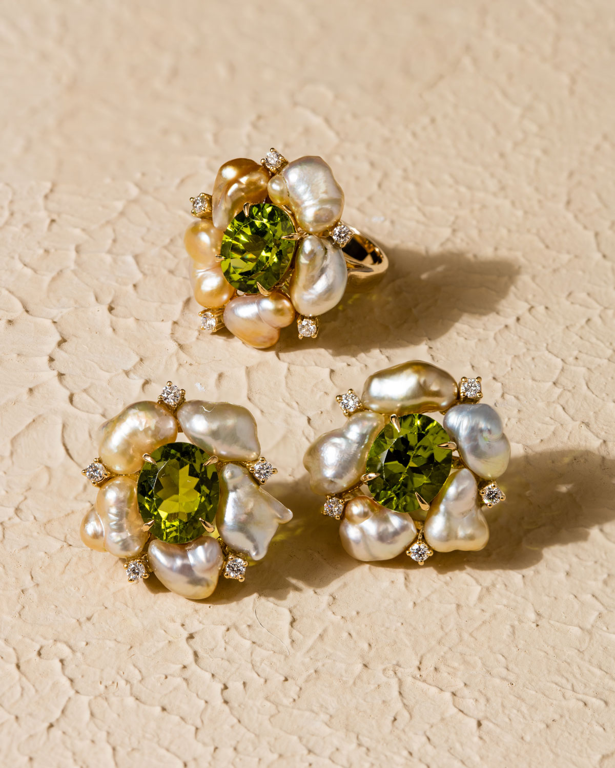 webPaul-Syjuco-ring-and-earrings-of-olivine-peridot-champagne-keshi-and-diamonds-in-gold
